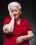 Portret van peinzende oude vrouw Royalty-vrije Stock Foto