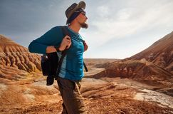 Portret van reiziger in de woestijn royalty-vrije stock foto
