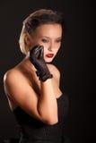 Portret van retro-stijlvrouw in zwarte sluier Royalty-vrije Stock Foto's