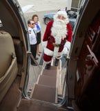 Portret van Santa Boarding Private Jet stock foto