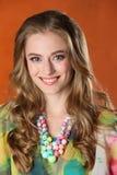 Portret van schitterend gelukkig vrij slank blondemeisje Stock Foto