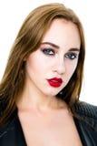 Portret van Schoonheidswijfje De perfecte Huid en maakt omhoog Rood lippen en nagellak Royalty-vrije Stock Fotografie