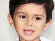 Portret van schreeuwende Aziatische jongen Royalty-vrije Stock Foto's