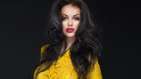 Portret van sexy jonge vrouw Stock Afbeeldingen