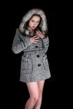 Portret van sexy vrouw in grijze laag stock afbeeldingen