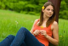 Portret van sexy vrouw op groene achtergrond Stock Afbeeldingen