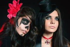 Portret van sexy vrouwen met de gotische ogen van make-upsmokey royalty-vrije stock afbeelding