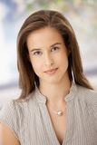 Portret van slimme jonge vrouw Royalty-vrije Stock Afbeeldingen