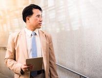 Portret van slimme zakenman in een kostuum Royalty-vrije Stock Foto's