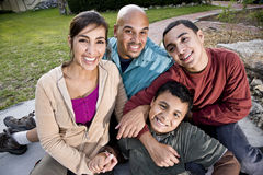 Portret van Spaanse familie in openlucht Stock Foto's