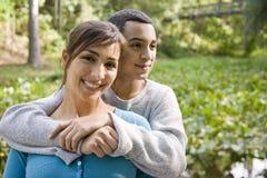 Portret van Spaanse moeder en tienerzoon in openlucht Stock Fotografie
