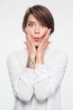 Portret van speelse vermakelijke jonge vrouw die grappig gezicht maken Royalty-vrije Stock Foto