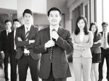 Portret van team van Aziatische bedrijfsmensen royalty-vrije stock afbeeldingen