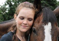 Portret van tiener en paard stock foto's