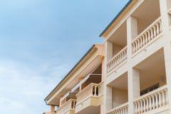 Portret van tropisch flatgebouw Royalty-vrije Stock Fotografie