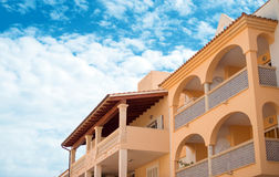 Portret van tropisch flatgebouw Royalty-vrije Stock Afbeelding