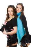 Portret van twee aantrekkelijke jonge vrouwen Stock Afbeeldingen