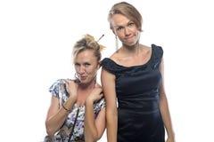 Portret van twee gekscherende zusters Stock Afbeelding