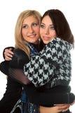 Portret van twee het glimlachen meisjes het omhelzen Stock Foto's