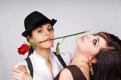 Portret van twee jonge dansende vrouwen Royalty-vrije Stock Afbeelding