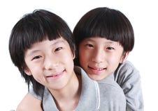 Portret van twee jongens, tweelingen royalty-vrije stock foto