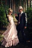 Portret van twee misdadigers met kanonnen Stock Foto's