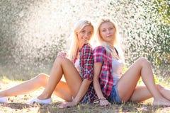 Portret van twee mooie sexy meisjes Stock Foto