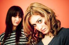 Portret van twee twintig éénjarigenvrouwen Royalty-vrije Stock Afbeelding