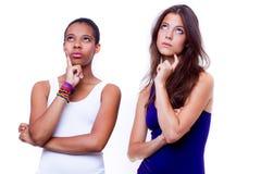 Portret van twee verschillende nationaliteitenmeisjes royalty-vrije stock foto
