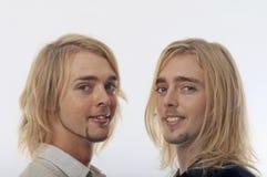 Portret van tweelingbroers Stock Foto's