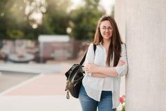 Portret van Universitaire Student Outdoors On Campus stock foto