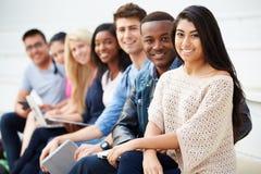 Portret van Universitaire Studenten in openlucht op Campus royalty-vrije stock foto