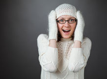 Portret van verbaasde jonge vrouw Stock Afbeeldingen