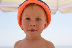 Portret van vier jaar jongens op strand Royalty-vrije Stock Foto's
