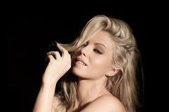 Portret van vrij blonde vrouw Royalty-vrije Stock Afbeeldingen