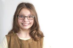 Portret van vrij grappig meisje in glazen voor visie Stock Foto's