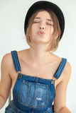 Portret van vrij jonge grappige vrouw Royalty-vrije Stock Foto