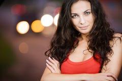Portret van vrij jonge vrouw Stock Foto's