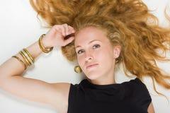 Portret van vrij modieus meisje stock afbeeldingen