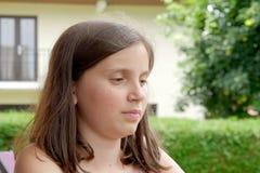 Portret van vrij mooie jonge tiener, in openlucht Royalty-vrije Stock Foto's