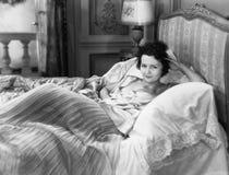 Portret van vrouw in bed (Alle afgeschilderde personen leven niet langer en geen landgoed bestaat Leveranciersgaranties dat er za stock afbeelding