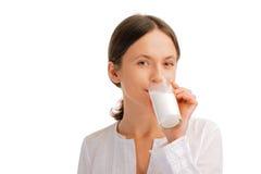 Portret van vrouw het drinken melk Stock Afbeelding