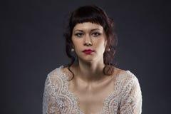 Portret van vrouw in kantkleding Stock Fotografie