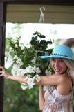 Portret van vrouw met bloemen Stock Foto's