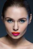 Portret van vrouw met een creatieve make-up Stock Afbeelding