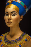 Portret van vrouw met gouden huid in Egyptische stijl Stock Afbeeldingen