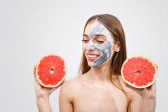 Portret van Vrouw met Grapefruit royalty-vrije stock foto's