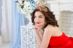 Portret van vrouw met kroon Royalty-vrije Stock Foto