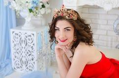 Portret van vrouw met kroon Royalty-vrije Stock Afbeelding
