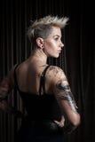 Portret van vrouw met tatoegering Stock Foto